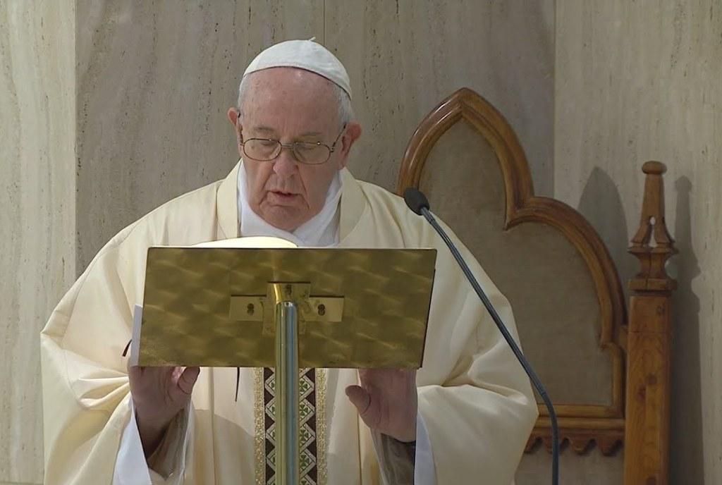 Il Papa prega per gli artisti